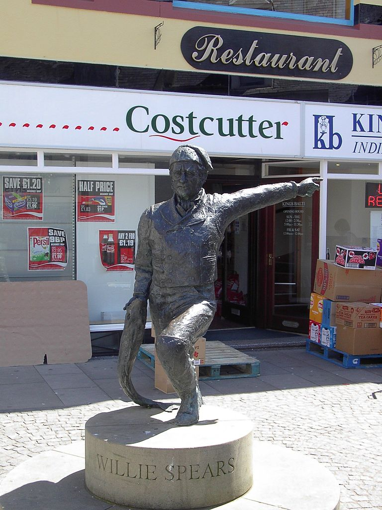 Willie Spears Statue in Eyemouth. Image from Wikipedia.