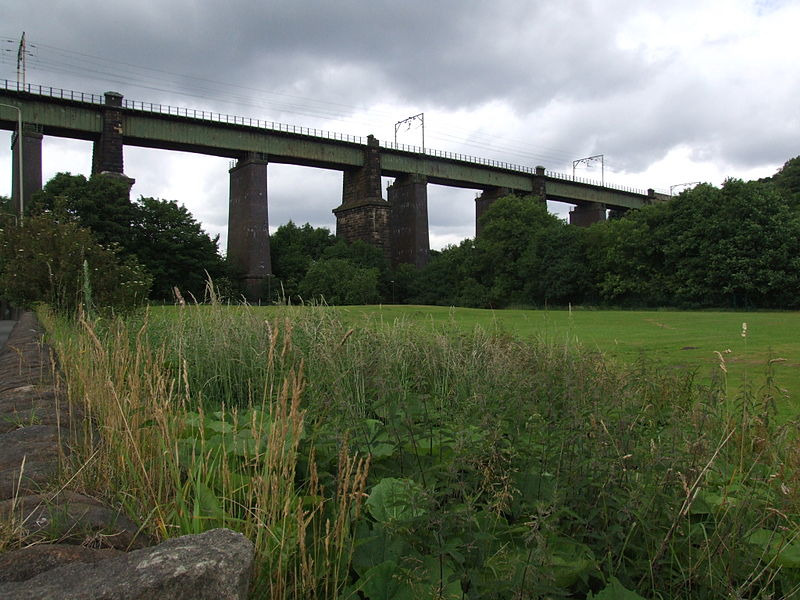 Dinting Viaduct. Original image over on Wikipedia.